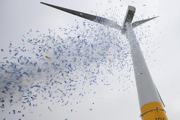 Première éolienne flottante