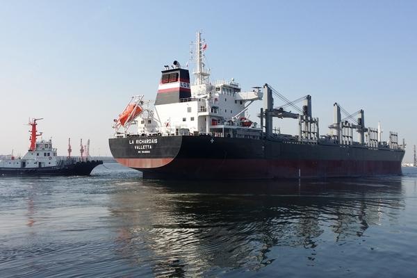 Réguler la vitesse des navires pour réduire les émissions de CO2