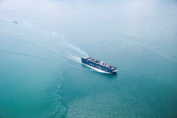 Insolite : des porte-conteneurs CMA CGM pour voyager sur les mers du globe